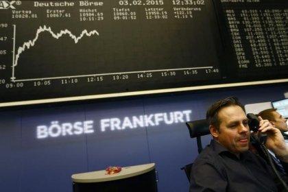 Европейские рынки акций в минусе, в фокусе отчеты компаний