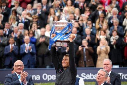 TENIS-Nadal gana cómodamente su décimo título del Abierto de Barcelona
