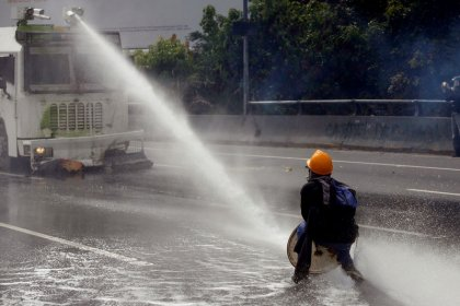 Venezuela prosecutor decries Maduro plan, unrest worsens