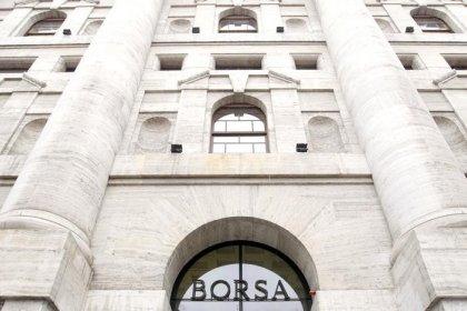 Borsa Milano chiude sui minimi con storno oil, auto, brillano Intesa SP, Ynap