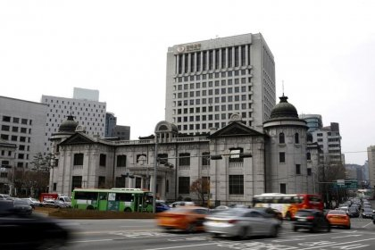 South Korea central bank holds rates at record low to boost domestic consumption