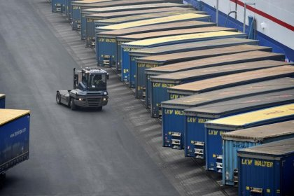 Euro zone trade booms in May, EU-Russia commerce surges