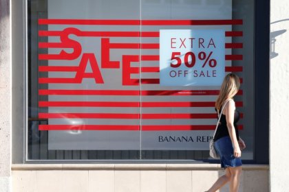 U.S. retail sales fall for second straight month