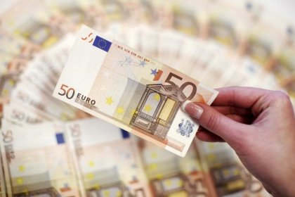 Euro clings to ECB tapering hopes, yen little moved after BOJ