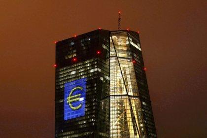 BCE mantém plano de estímulo apesar de crescimento mais forte