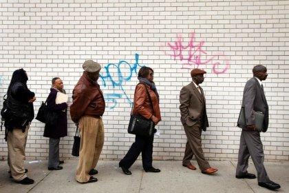 Pedidos de auxílio-desemprego nos EUA caem para perto da mínima em cinco meses