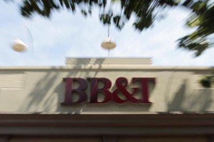 Weak mortgage income hurts U.S. regional lenders