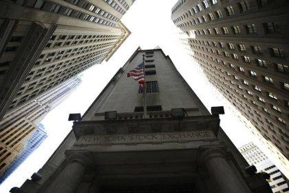 Wall Street finit en baisse, freinée par GE et les pétrolières