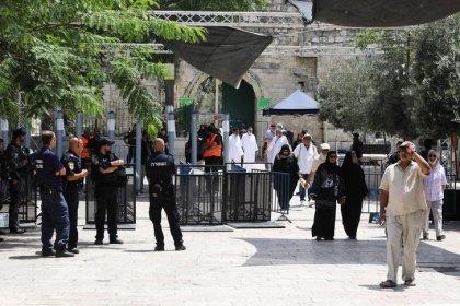 Israel dice que los detectores de metal en Jerusalén se quedarán, aunque podrían reducirse