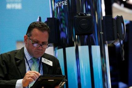 Borsa Milano in rialzo meglio di Europa, forte Telecom, banche toniche