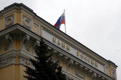ПРОГНОЗ-Угроза новых санкций США против РФ может заставить ЦБР взять паузу в снижении ставки