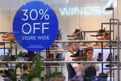 Australia's central bank upbeat on economy as consumers splurge