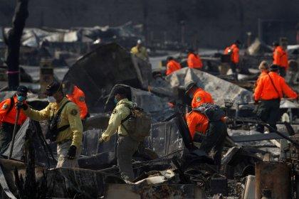 مقتل 38 شخصا في حرائق كاليفورنيا والرياح تزيد الأمر سوءا