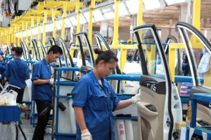 Cina, prezzi produzione a massimi 6 mesi, rallentano prezzi consumo