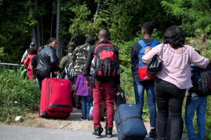 Big drop in asylum seekers illegally crossing into Canada in September
