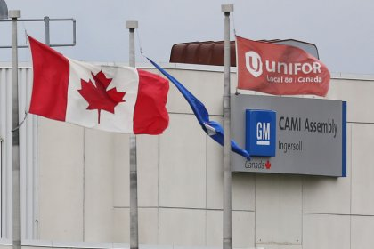 Striking Canadian autoworkers ratify GM deal
