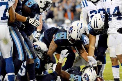 Mariota returns to help Titans beat Colts