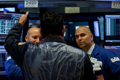 Borsa Milano stabile in avvio, banche positive, debole Ynap