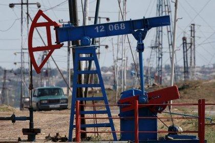 النفط يتمسك بمكاسبه مع ارتفاع المخاطر بسبب العراق والتوتر الأمريكي الإيراني