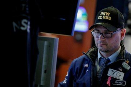 Borsa Milano chiude in calo su timori Catalogna, vendite Fiat Chrysler