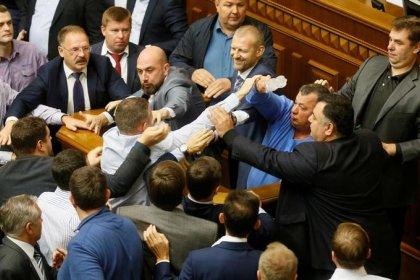 Украина сделала шаг к отмене неприкосновенности депутатов парламента