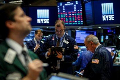 Wall Street ouvre en repli, plombée par les technologiques