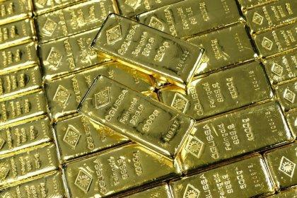 Цены на золото снизились, доллар вырос после утверждения проекта бюджета США