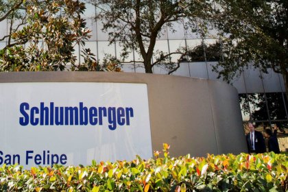 Schlumberger, Baker Hughes warn of weak fourth quarter