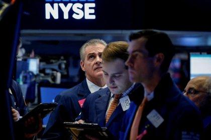 Акции банков, техсектора подталкивают вверх индексы Уолл-стрит