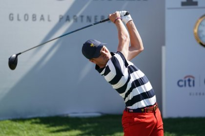 Thomas battles back in Korea, shares lead with Brown