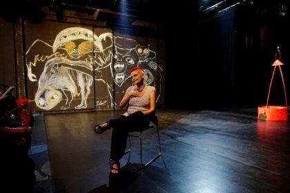 Graffiti set design adds punch to Cuba theater festival