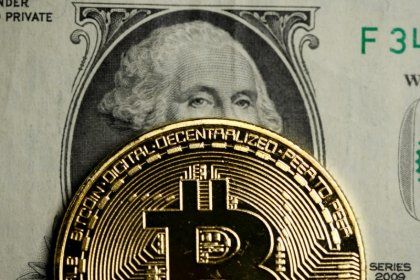 Big money stays away from booming bitcoin
