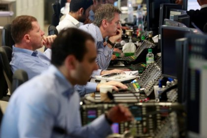 Borsa Milano in lieve rialzo, recuperano i bancari