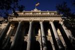 El Ibex no resiste a los envites de la banca y cierra con pérdidas del 0,6%