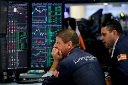 Higher bond yields, soft earnings weigh on Wall St.