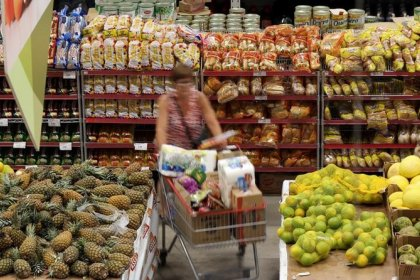Expectativa piora com força e confiança do consumidor do Brasil cai em novembro, mostra Thomson Reuters/Ipsos