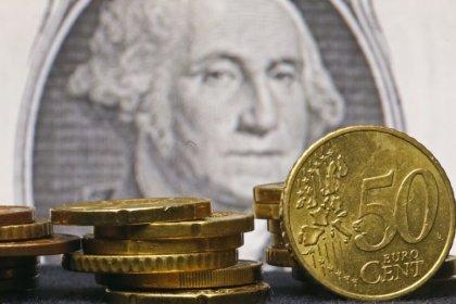 Euro zone annual growth exceeds U.S., backs ECB QE taper