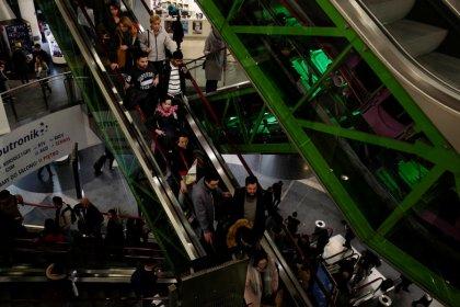 Hohe Inflation bremst britischen Einzelhandel