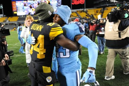 Steelers go airborne to soar over Titans