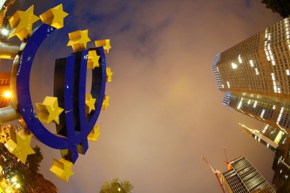 Euro zone current account surplus widens in September
