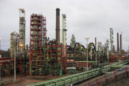 Нефть Brent вышла в плюс, котировки WTI набирают больше 1 процента