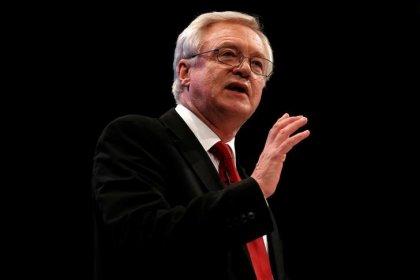 Alguns países da UE querem que negociações do Brexit avancem para comércio, diz Davis