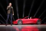 Tesla sorprende en la presentación de su camión eléctrico con un descapotable