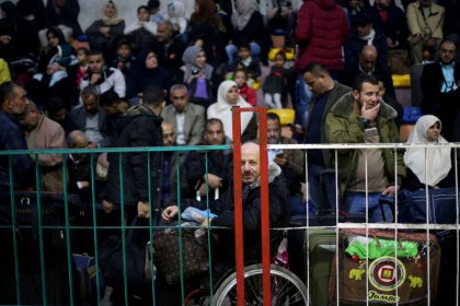 La frontera Egipto-Gaza abre bajo control palestino por primera vez en una década