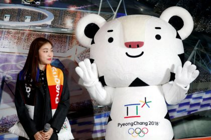 Olympics-In Yuna's absence, Koreans holding out for a Pyeongchang hero
