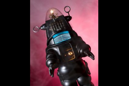 'Forbidden Planet' robot sets price record for movie prop sold at auction