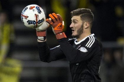 Soccer - Bono stands firm as Toronto hold Columbus in first leg