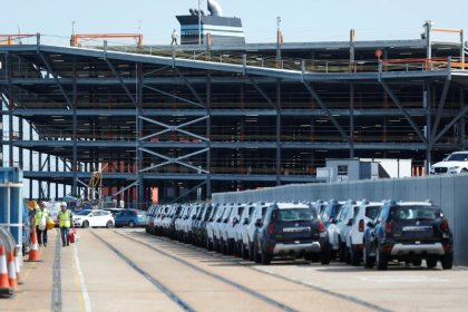 Exports drive UK car output higher in October