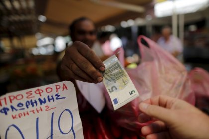 Euro zone consumers still addicted to cash when they buy