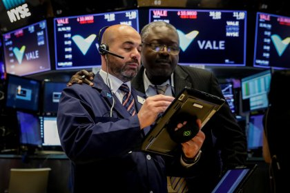 Global stocks, dollar rise with renewed risk appetite, oil rebounds
